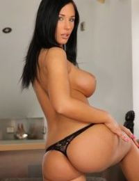 Sweet amateur babe Kyra Hot wouldnt mind to show her nice humps