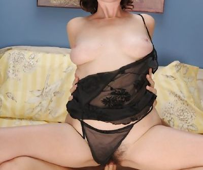 Sexy mature amateur Veronica Snow kissing & fucking hardcore cowgirl style