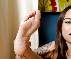 Unique amateur Asian babe Kira Sinn demonstrates her gentle pussy