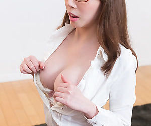 Japanese cocksucker apropos a blowjob and laps all over the gooey jism