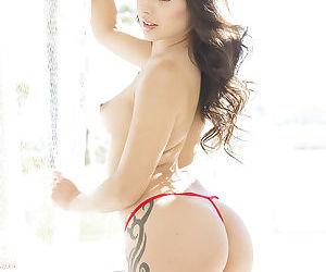 Hot Latina babe Jynx Maze spreading her freshly shaved vagina