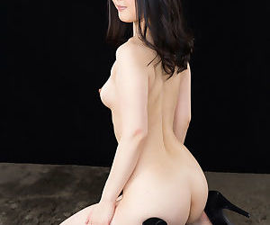 Japanese girl undresses vanguard coaxing jizz from blarney with a handjob