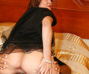Fatty indian slut gives a blowjob and gets her cunt creampied