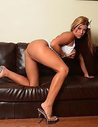 Blonde solo model Briana Lee sticks a dildo up her big butt on leather couch