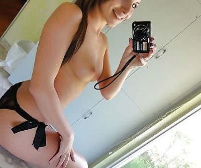 Stunning amateur babe Jenna Rose stripping and photographing herself