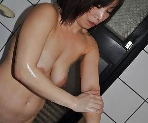 Fuckable asian mature lady with saggy tits Yumi Ohno taking shower