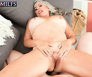 Granny with big tits Silva Foxx deals with a cock like a real pro and eats cum