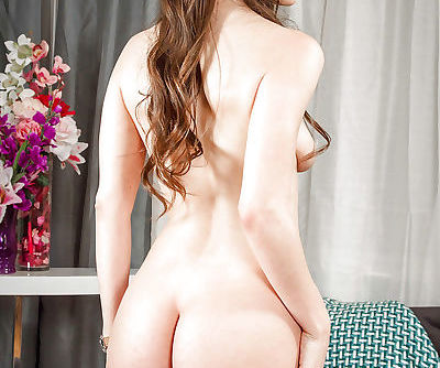 Babe Latina Alexis Rodriguez plays with her desirable booty!