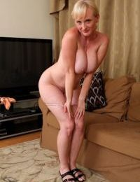 Older housewife Monik tires of cleaning and strips for nude poses instead