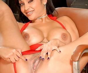 Indian babe Priya Rai spreading her legs and showing her cunt