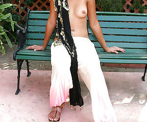 Tempting indian babe uncovering her nice titties outdoor