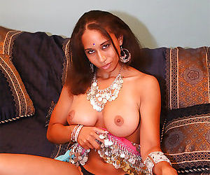 Fuckable indian MILF uncovering her big jugs and sexy ass