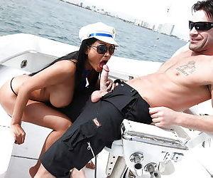Indian MILF with big tits Priya Anjeli Rai got her cunt fucked outdoor