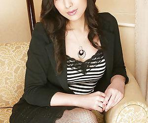 Tempting asian babe Chinami Sakaisaki stripping and changing her lingerie