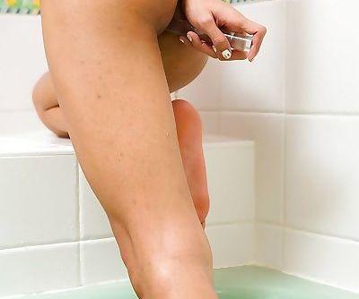Kinky Thai ladyboy Wawa rubbing her horny pussy in a bathtub