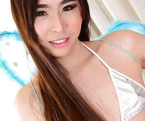 Flat chested Asian ladyboy Yuki A is the blowjob princess indeed