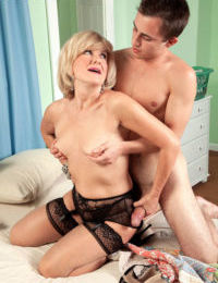Older mom Ellie Anderson oozes sperm from cunt after fucking sons best friend