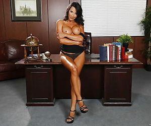 Latina babe Lezley Zen demonstrates her amazing big boobies!