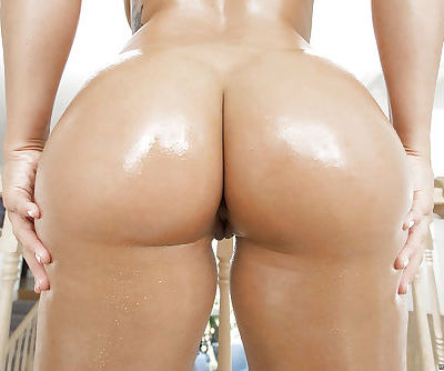 Fat assed Latina Keisha Grey displaying her lovely oiled rump