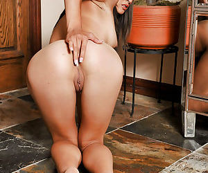 Almost no one knew that amateur Asian Arial Rose is such a whore