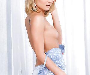 Pornstar babe Dakota Sky pushes her delicious vaginal juice out