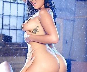 Hot chicks London Keyes & Brynn Tyler have some wet pussy licking fun
