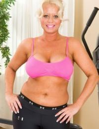 Close up working out scene of an fat mature blondie Roxie Doll