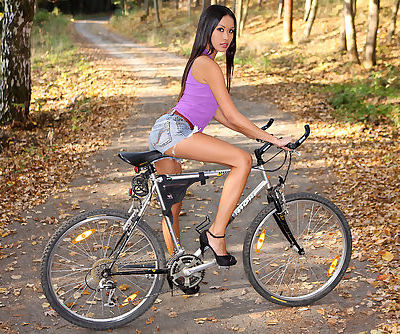 Bicycle babe Davon Kim enjoys riding the trail stark naked in high heels