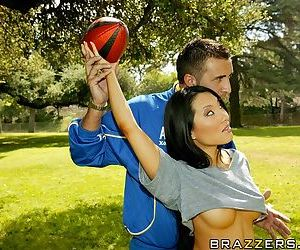 Sporty asian hottie Asa Akira gets nailed by her studly coach