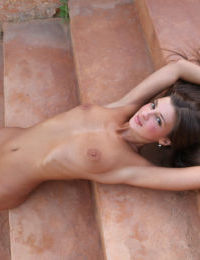 Super long legged skinny girl Maria spreading ass and pussy outdoors