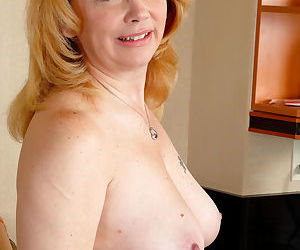 Overweight mature woman Brandie Sweet stretches her pink pussy wide open