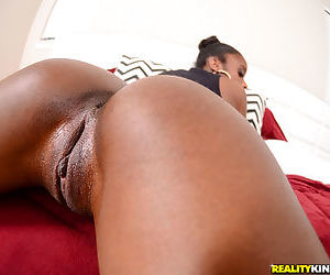 Young ebony babe Malaysia Slick is obsessed with nude posing