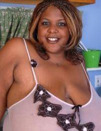Mature ebony Minxx takes off her white sleepwear in the kitchen
