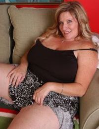 Fatty SSBW mature Deedra is undressing and posing without clothes