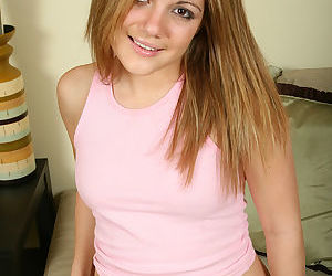 Young amateur teener Jamie LaMore flashing pink upskirt underwear