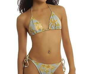 Slipppy thai floosie with pierced belly button slipping off her bikini