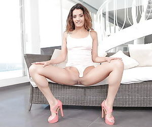 Young babe in high heels Penelope Cum does masterful solo session