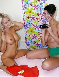 Teen dykes Nicoletta H and Cindy F pleasing twats with fingers and tongues