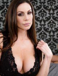 Gorgeous MILFs Vanessa Veracruz & Kendra Lust rub nipples in tribbing tryst