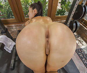 Wet Asian babe with an huge ass London Keyes is showing off in pantyhose
