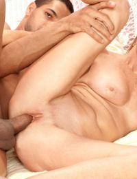 Older mom Jessica Sexton does anal sex with her younger lover