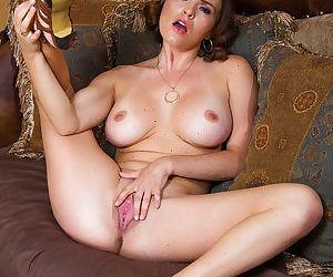 Amateur woman Krissy Lynn stroke her little vagina so freaking nice