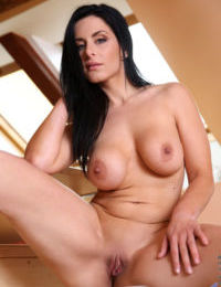 Stacked mature bombshell strips down and spreads her orgasmic twat