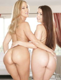 Matures lesbians Brandi Love and Lola Foxxx are showing their asses
