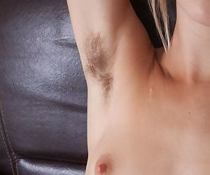 Teen amateur Alecia Fox slips off yoga pants to display hairy bush