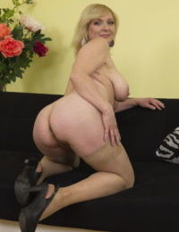Horny mature wife drops her panties to pose her fat ass and saggy breasts