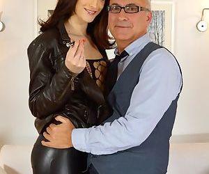 Tall slut in latex lets grandpa put his oldman cock in her tight ass