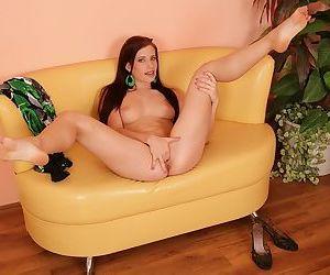 Naughty amateur fuck in solo along sweet ass brunette Rebeca Polanski