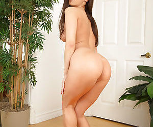Amateur girl Kalina Ryu enjoys demonstrating her shaved pussy in close up