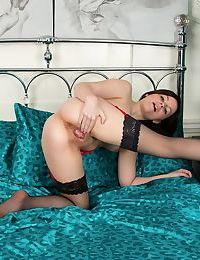 Teen first timer Lexi Summers stretches her pink twat wide open in stockings